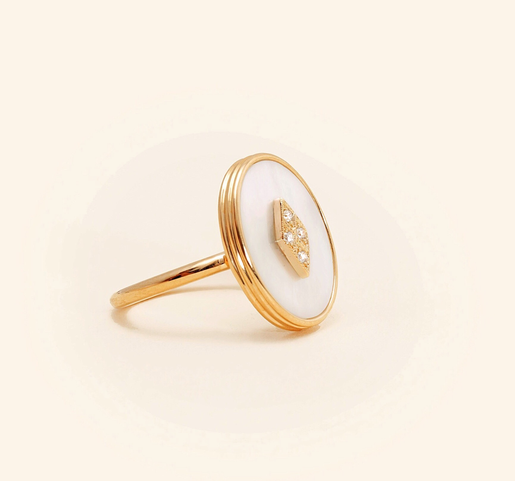 Or Jaune 18 Carats, Nacre Blanche